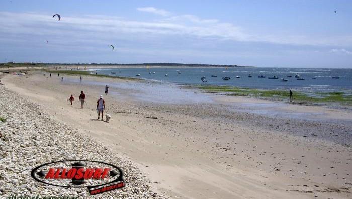 Wind report Les Huttes - Trois Pierres - France (17) 2007-08-07 18:00:00