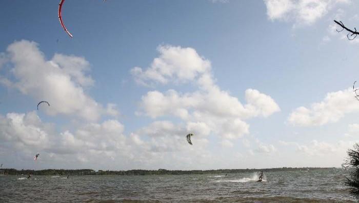 Wind report Sanguinet - France (40) 2008-04-30 16:00:00