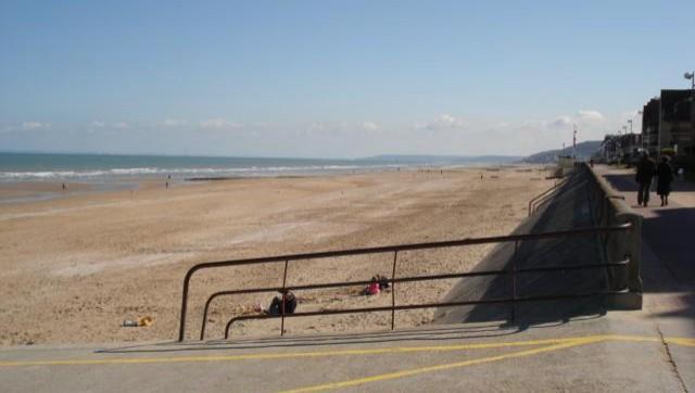 Surf report Le Menhir - France (14) 2008-04-15 12:00:00
