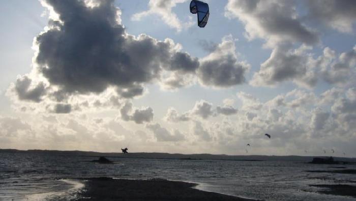 Wind report Hourtin - Lachanau - France (33) 2009-07-24 16:00:00