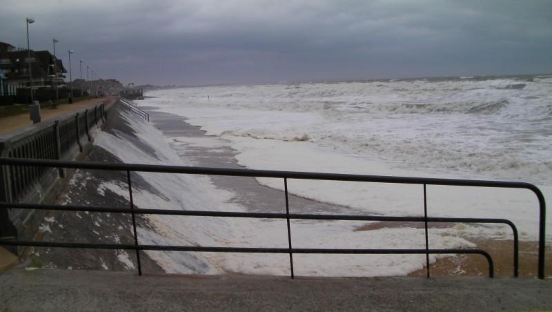 Surf report Le Menhir - France (14) 2009-02-10 12:00:00