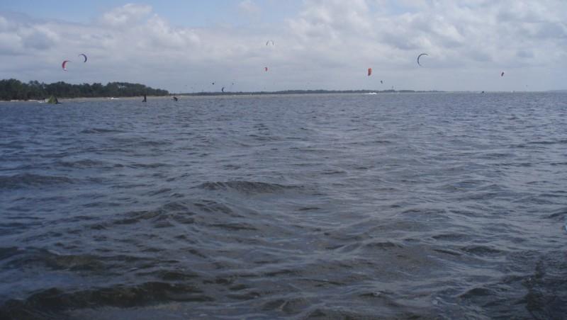 Wind report Hourtin port - France (33) 2010-06-06 15:00:00