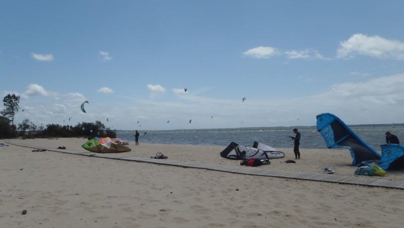 Wind report Hourtin port - France (33) 2011-06-18 14:00:00