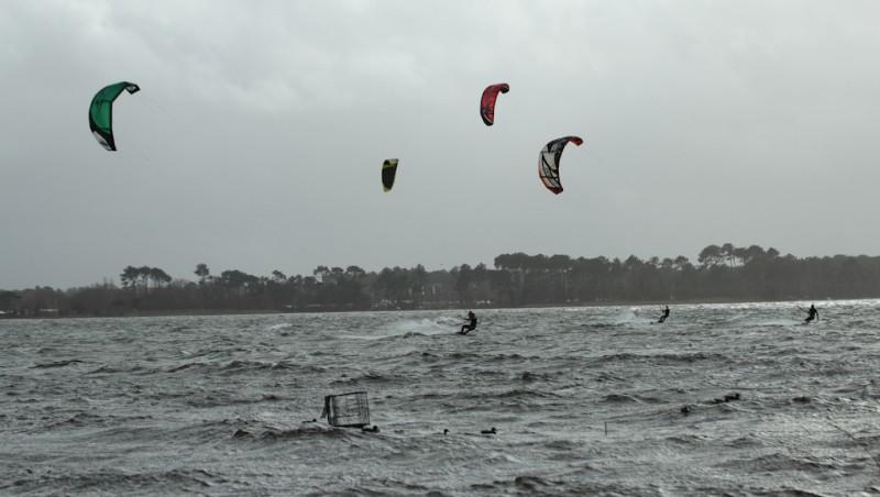 Wind report Les Aigrettes - France (40) 2012-12-27 12:00:00