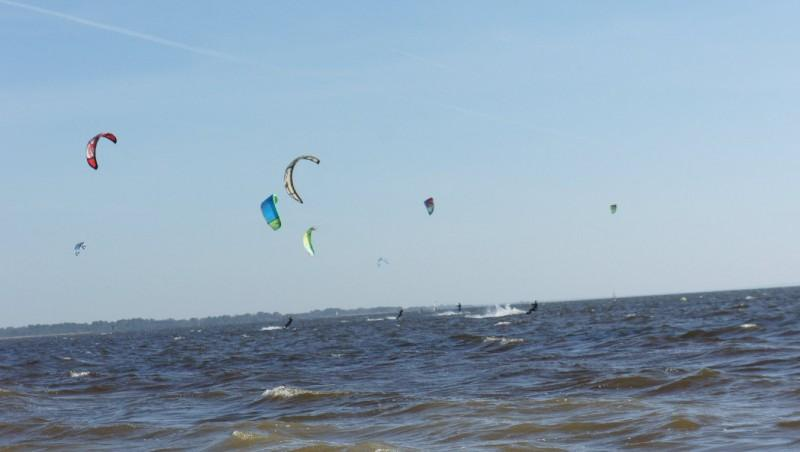 Wind report Hourtin port - France (33) 2013-04-17 16:00:00