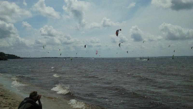 Wind report Hourtin port - France (33) 2013-05-19 14:00:00
