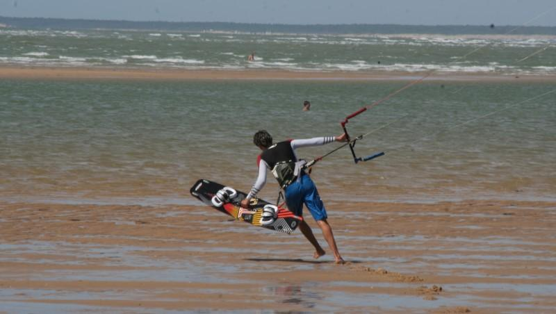 Wind report Plage du Galon d'Or - France (17) 2013-08-13 12:00:00