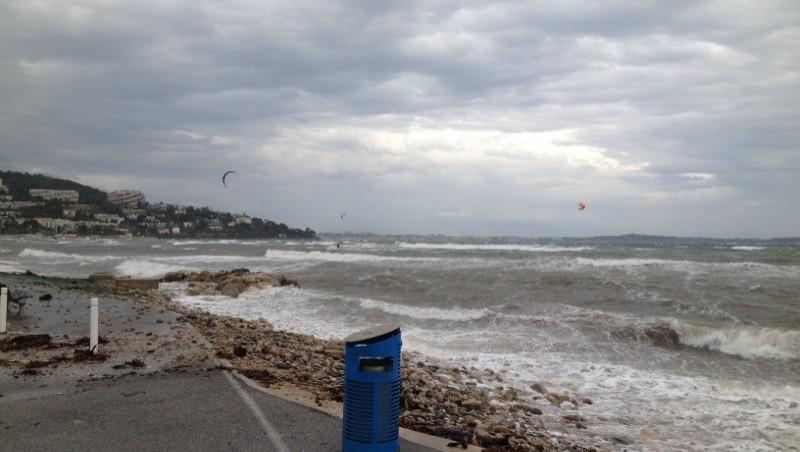 Surf report Cannes - Palm Beach - France (06) 2014-11-28 11:00:00