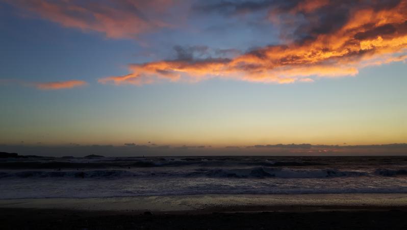 Surf report Brutal Beach - France (83) 2018-10-01 19:00:00
