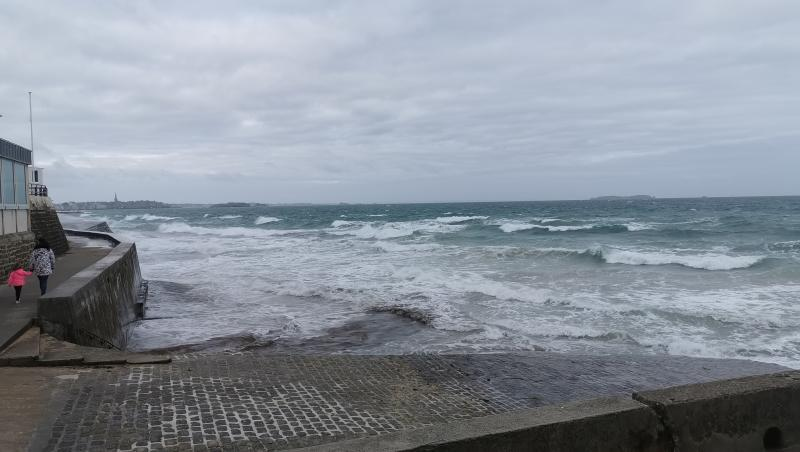 Surf report Saint-Malo - Le Sillon - France (35) 2019-08-15 08:00:00